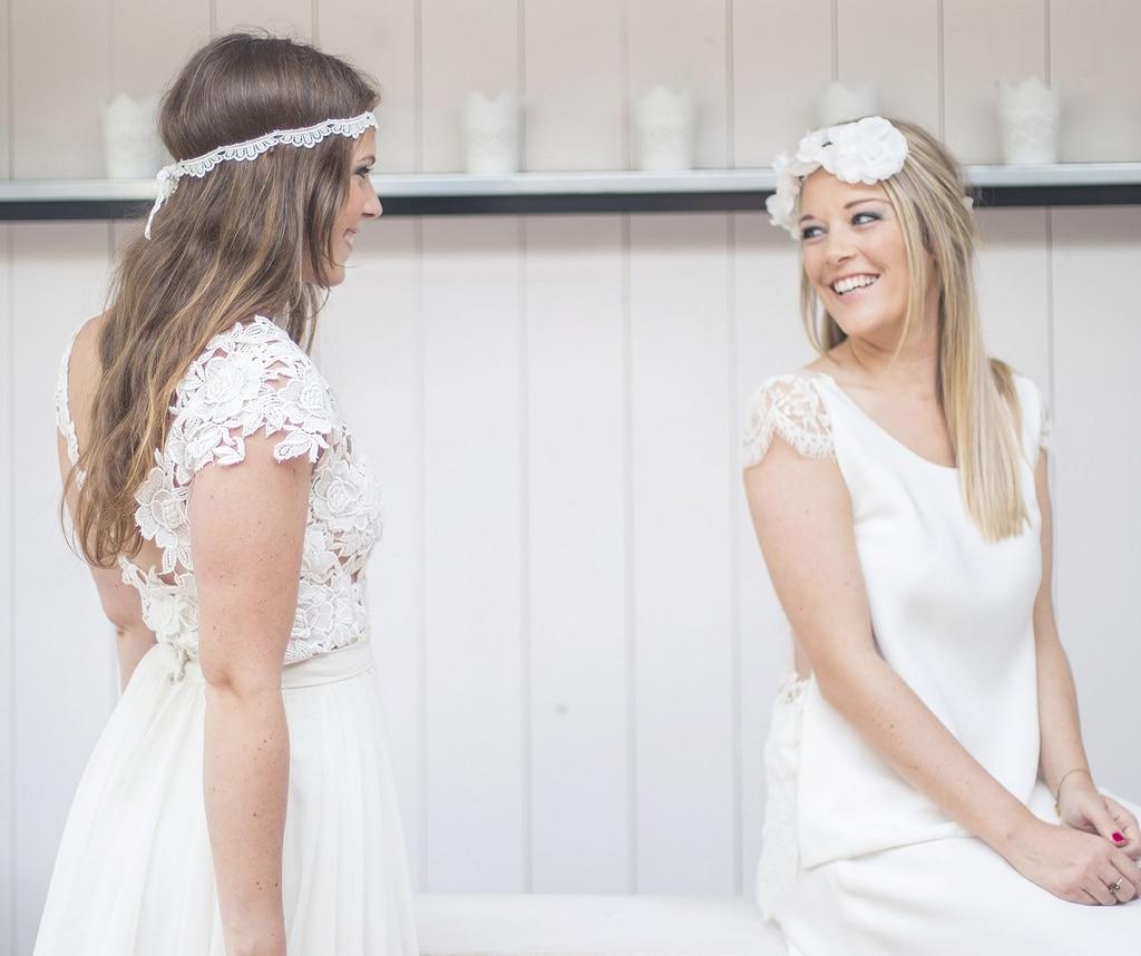 Séance d'essayage de robe de mariée