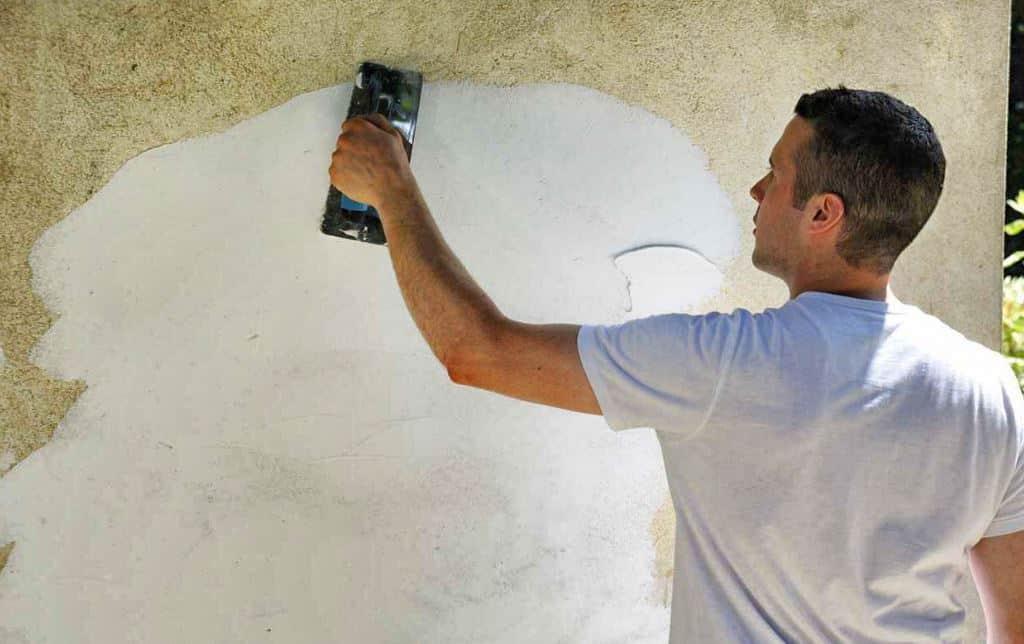 Enduire un mur au mortier comment faire ?
